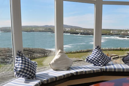 Seaside House with Amazing Views - Trearddur Bay - 一軒家