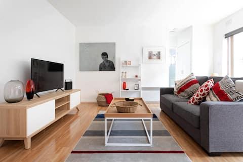 Contemporary beach side apartment