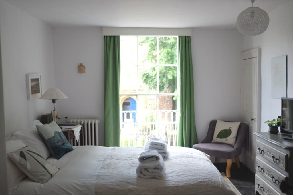 Sun, Double room with church view