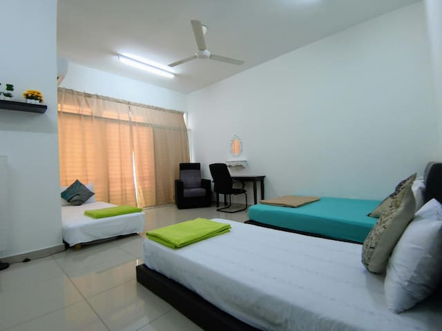 Private Room with Bathroom FREE Parking ,WIFI *18*
