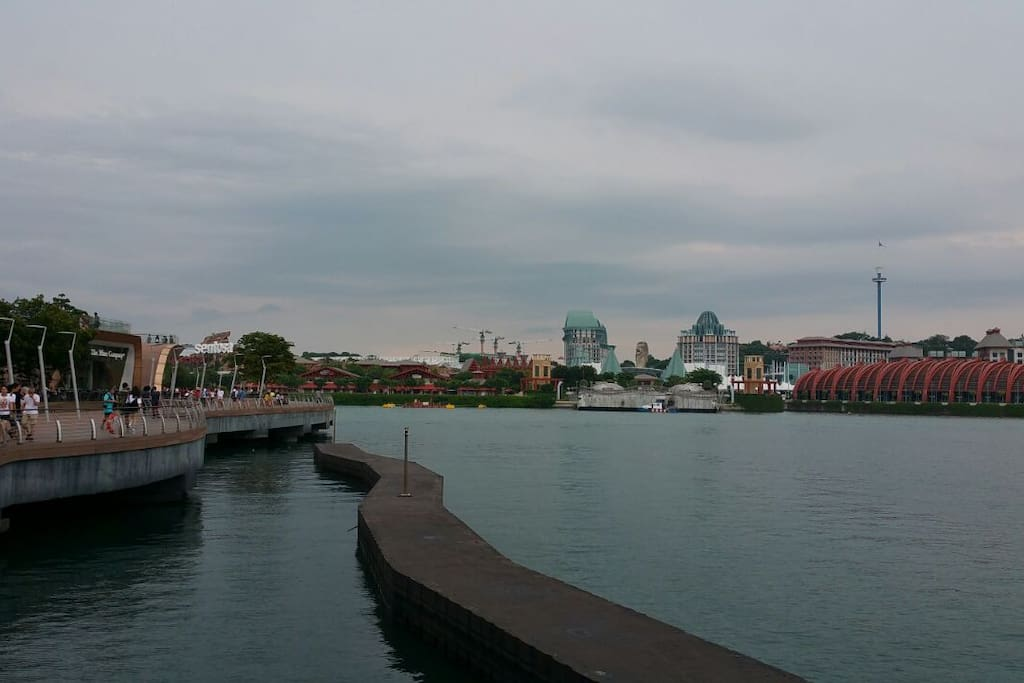 Panoramic view while you take a stroll into Sentosa via the Broadwalk. No charge to enter Sentosa by walking.