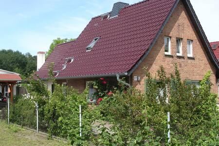 Ferien im idyllischen Bungalow - Feldberger Seenlandschaft - Haus