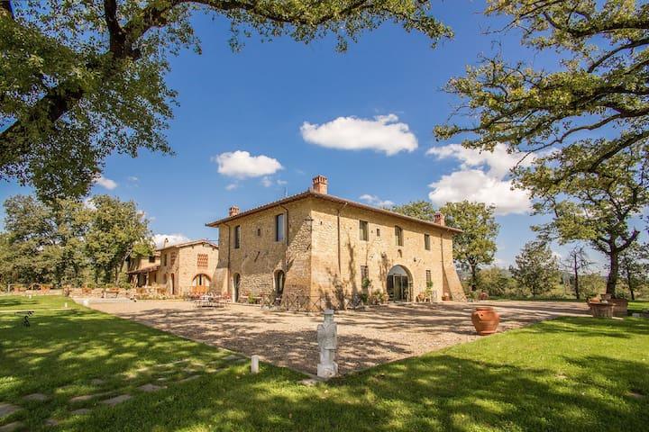 Villa Sarah Luxury Villa in Tuscany - Castiglion Fibocchi