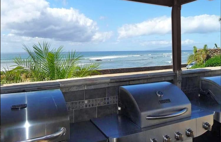 BBQ Area overlooks the Ocean