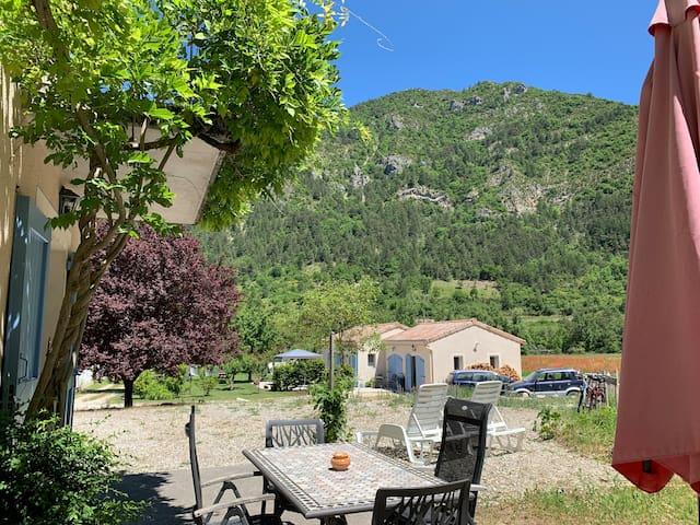 Domaine la Pique, Tournesol, private terrace with enchanting views