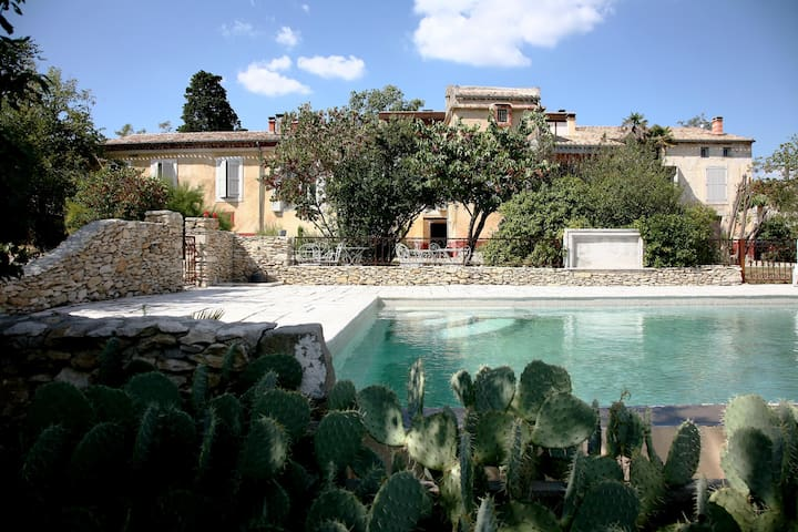 Maison de charme proche Carcassonne - Moussoulens - Bed & Breakfast