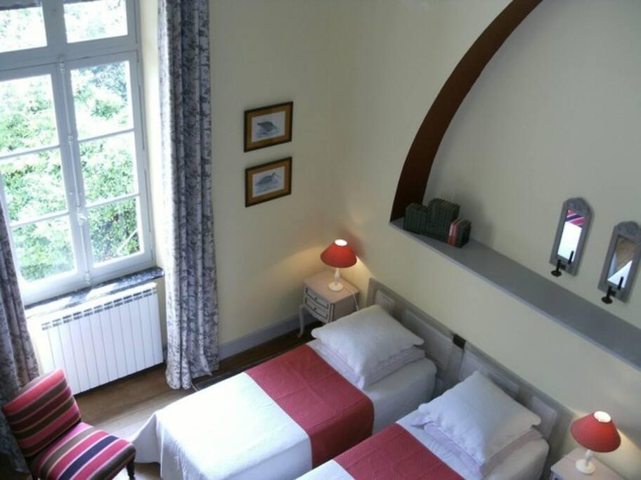 Chambre double de 50 m2 donnant sur le parc (lit double sur demande)