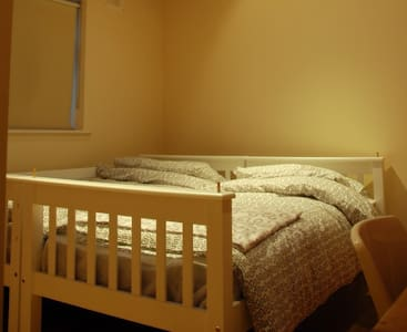 1 bed available for a girl en-suite