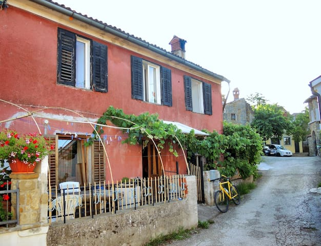Vegetarian Friendly Village House - Gažon - Huis