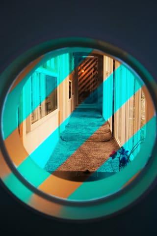 circle diagonal line window in passage