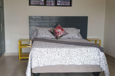 Enkhosi Guest Lodge