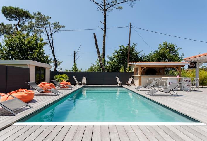 villa bois piscine chauff e bord bassin maisons louer gujan mestras aquitaine france. Black Bedroom Furniture Sets. Home Design Ideas