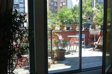 European Commission Charming Duplex - Schaerbeek - Bed & Breakfast