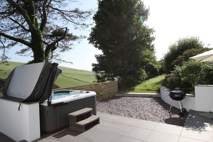 WOOLACOMBE, house with hot tub , near beach