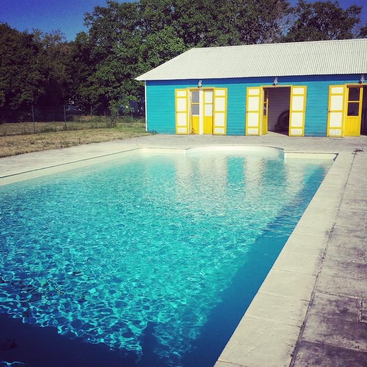 Studio au sein d'une dépendance + piscine (été)