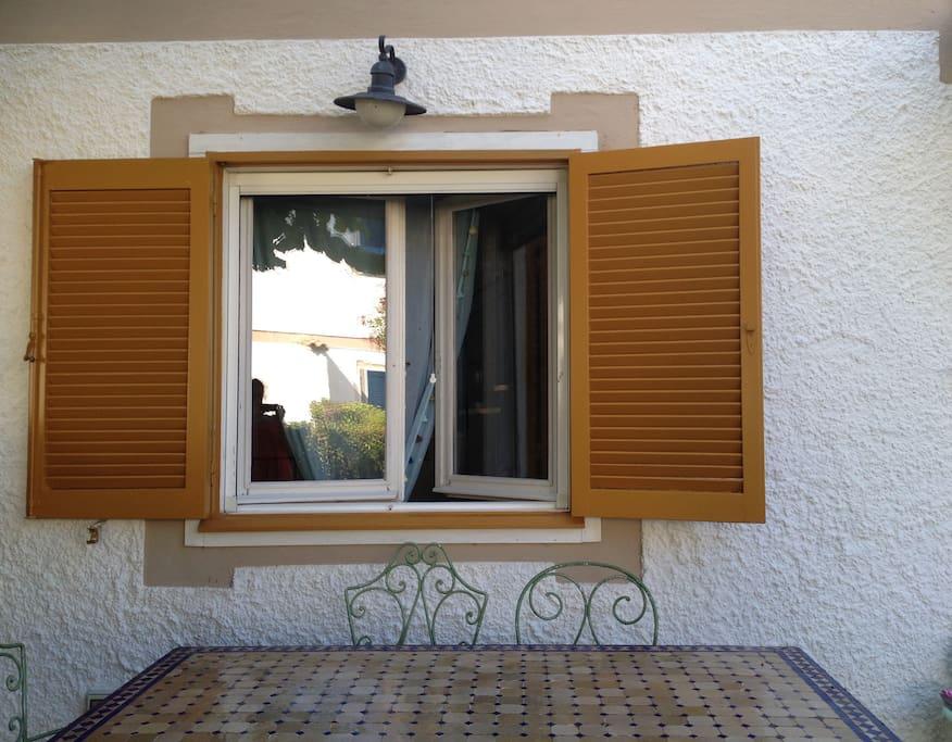 Casa con giardino a pochi minuti dalla spiaggia houses for Piani di casa con guest house annessa