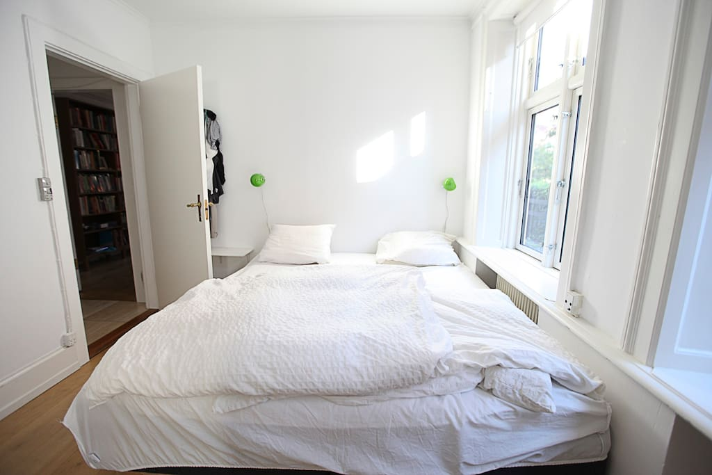 Masterbedroom - with kingsize bed and cot/bed for child 0-3 years