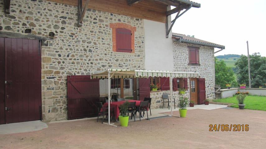 CHAMBRES D'HOTES - Saint-Pierre-le-Vieux - Huis
