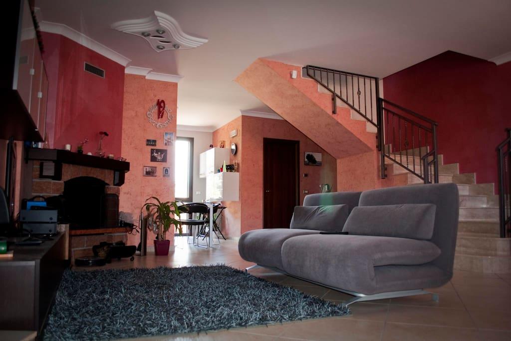 Splendida villetta con giardino case in affitto a for Piani casa in stile artigiano 2 camere da letto