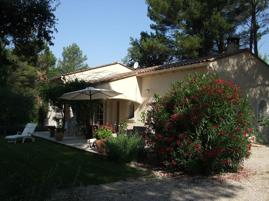 Villa piscine proche mont ventoux houses for rent in for Camping mont ventoux avec piscine