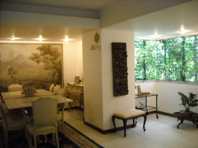 舒适方便漂亮的房间,独立卫生间。该有都有。 - Caracas - 公寓