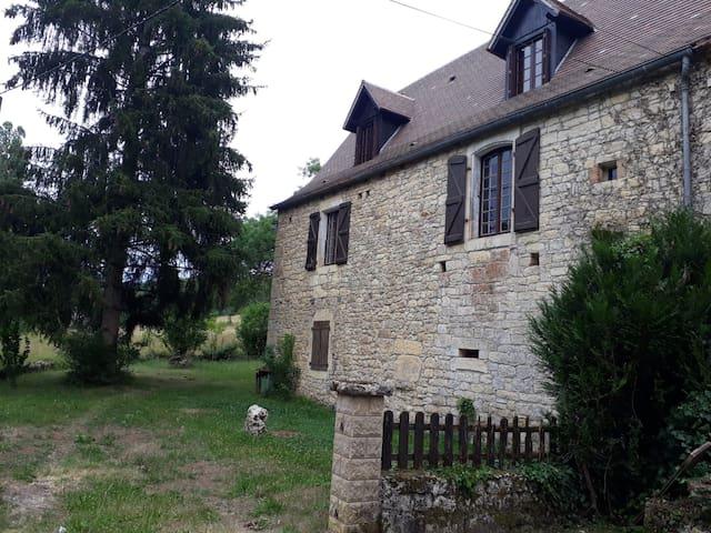 Charmante maison de famille à la campagne