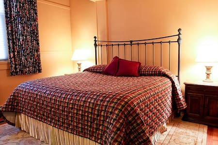 Deluxe King Room at B & B just steps to the beach! - Wells