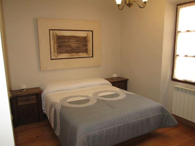 Apartamento amplio y acogedor - Puente la Reina - Apartment