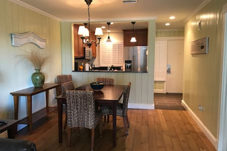 Beachfront stylish Kiawah 1 BR villa