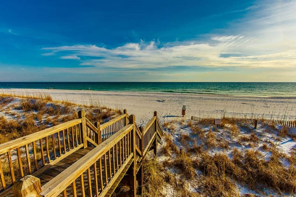 Surfin Sea is Beach Front feat. Beautiful Views of the Gulf