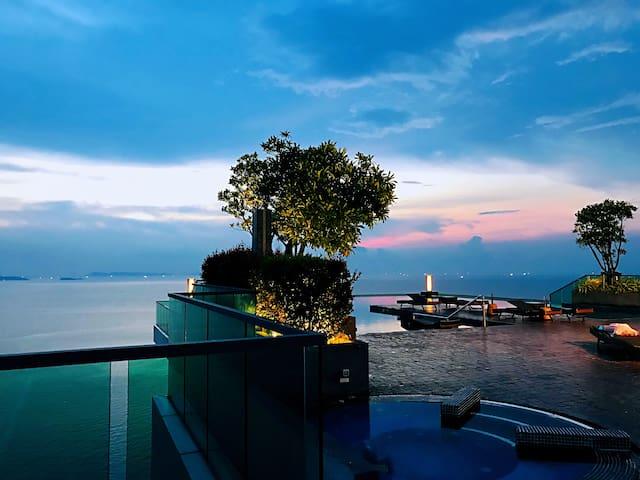 芭提雅最大无边泳池,最美海景房 超精品酒店