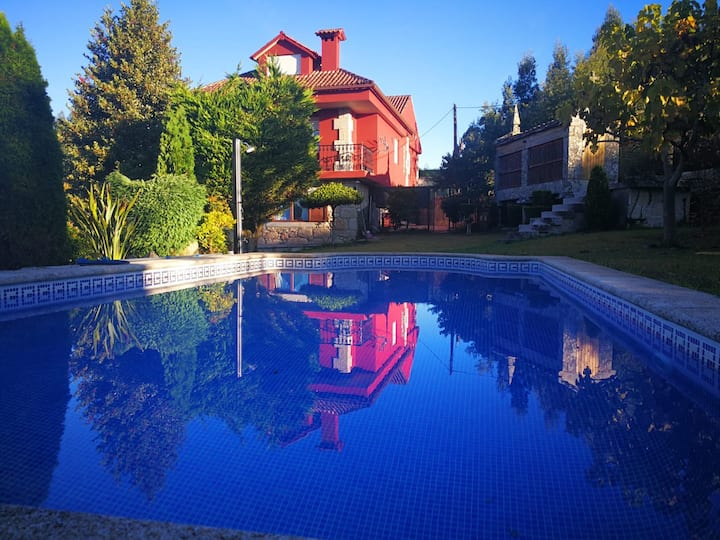 """Chalet con piscina en Nigran: """"Villa Pazos"""""""