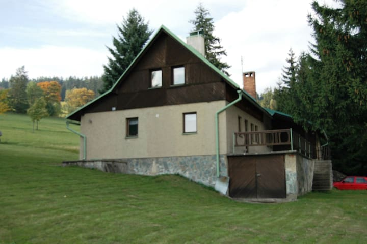 Comfortable house in the countryside, 800 meters from the skislopes. Great view