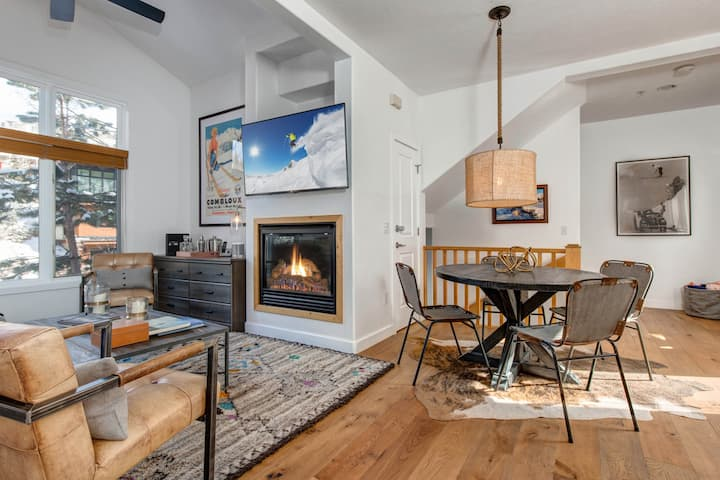 Modern Townhome with Hot Tub | Walk to Main Street