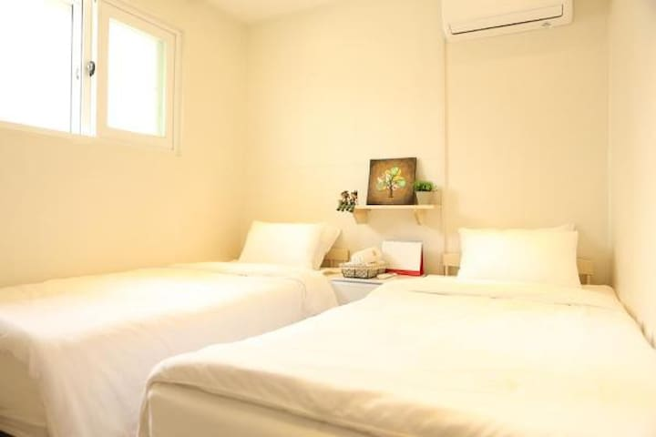 Hi Guesthouse Twin Bed Room 202