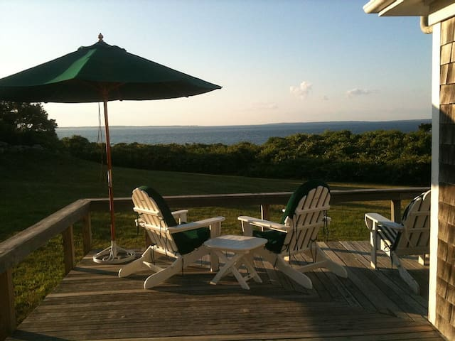 Water View Room in Aquinnah, MA  sleeps 2-8 guests - Aquinnah - Rumah