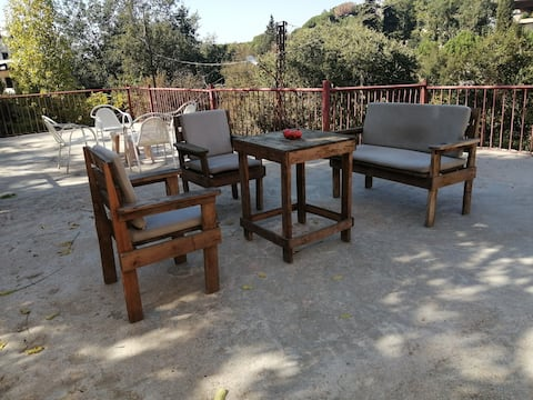 House with a big terrasse in Aley in the nature