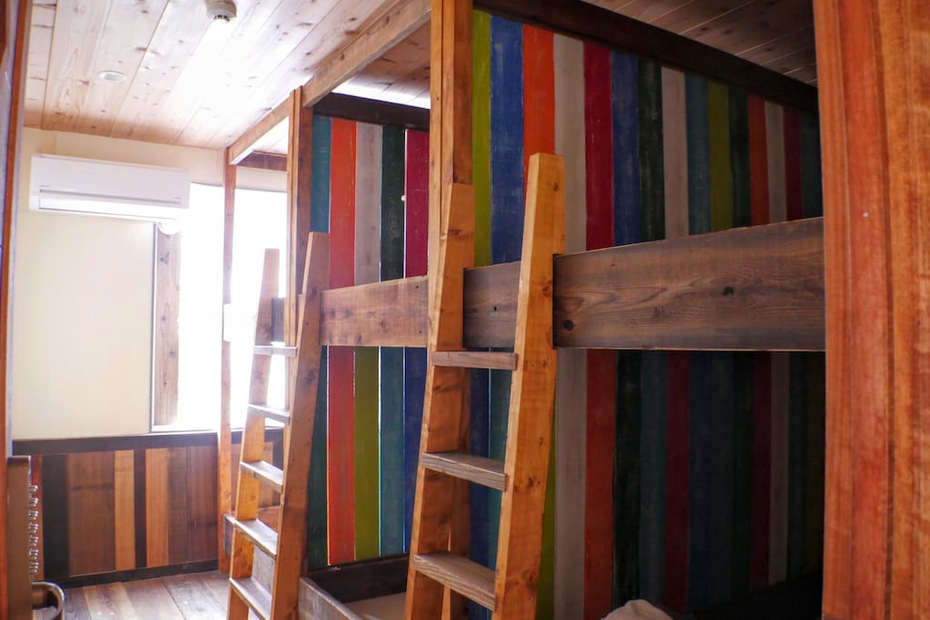 10-bed mixed dorm room