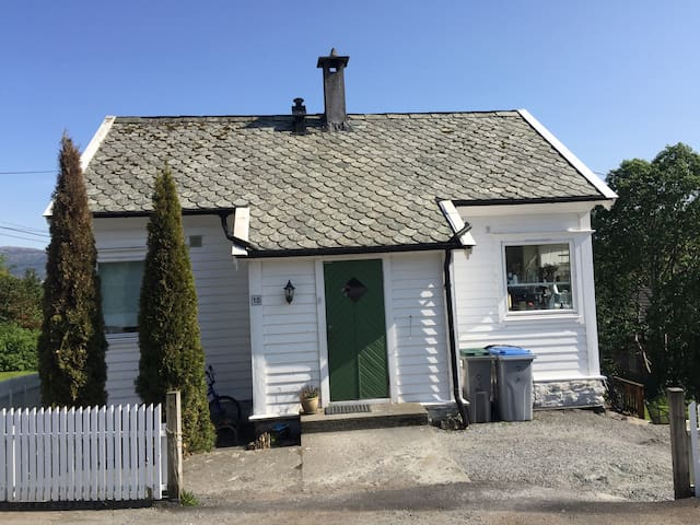 Bergen area - charming house with sea view - Erdal - Hus