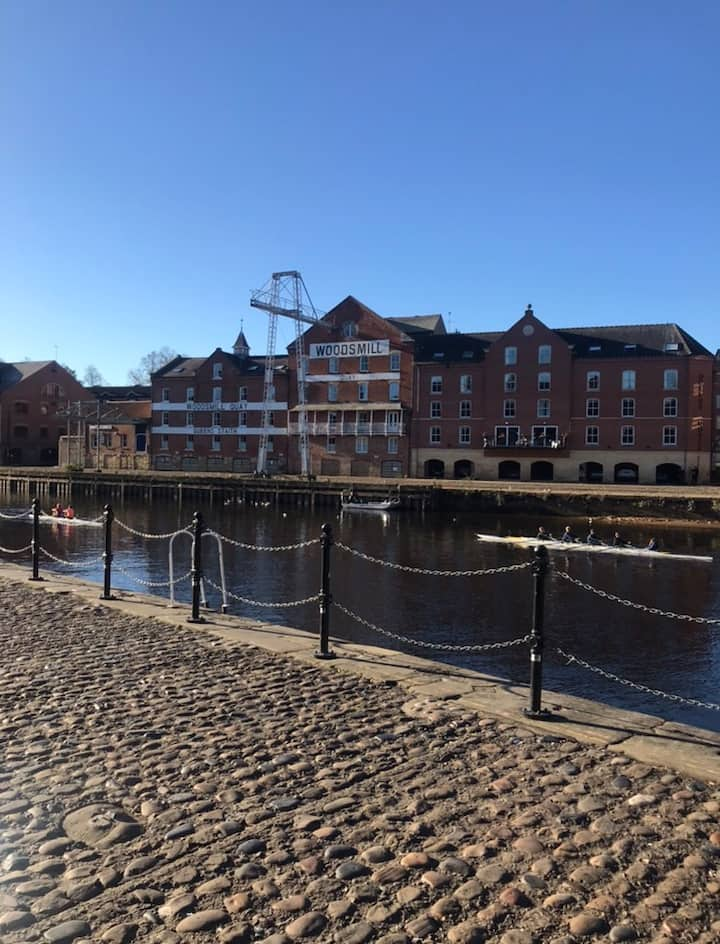 *NEW* Riverside Apartment in centre of York