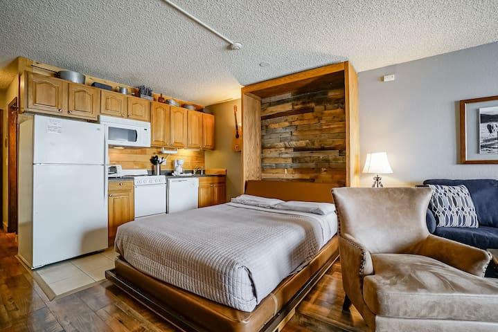 Cozy Colorado Condo with everything you need!