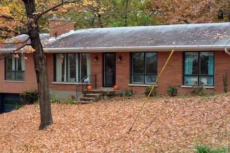 Spacious 4 BR Home with Scenic Views - Louisville