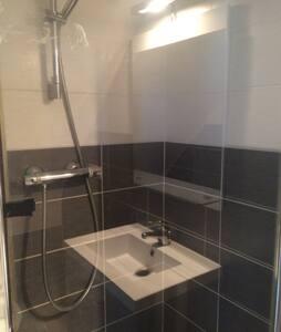 Studio privatif avec salle de bain privée - 雷恩 - 公寓