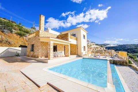 Villa Aqua View | Three Bedroom Villa with Private Swimming Pool