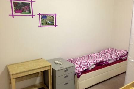 Budget Share Room ONE FEMALE Guest Close to CITY - 리치몬드(Richmond) - 단독주택