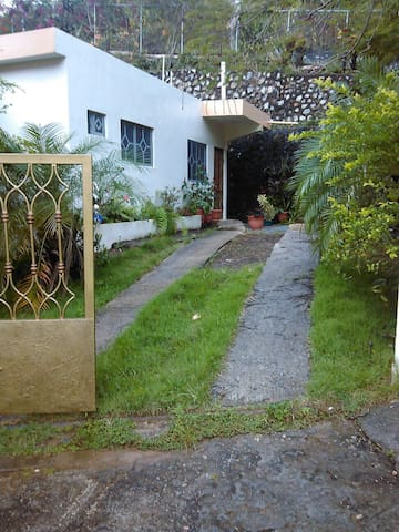 Cozy 1 bedroom  apt on quiet street - Samana  - Apartemen