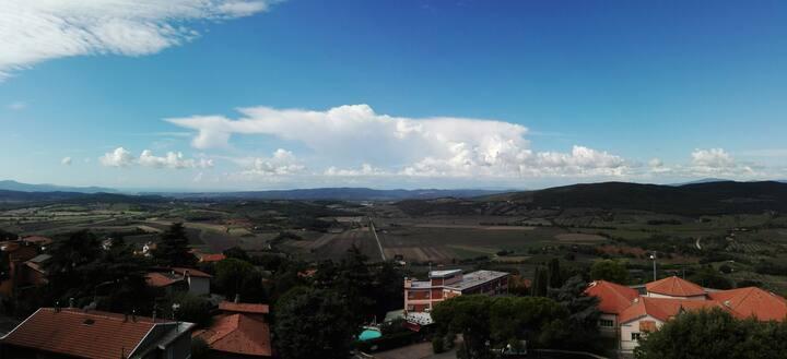 Toscana: appartamento in  collina con vista mare
