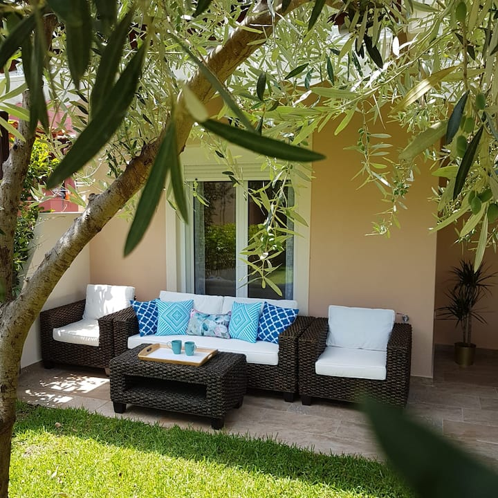 Stylish 3br family villa 100m from the beach