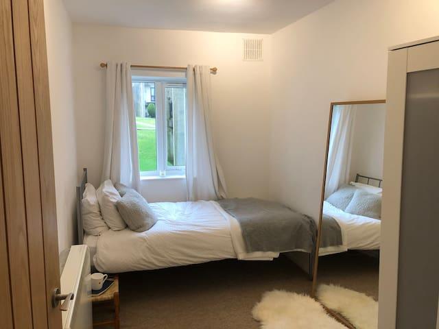 Sunny airy single room