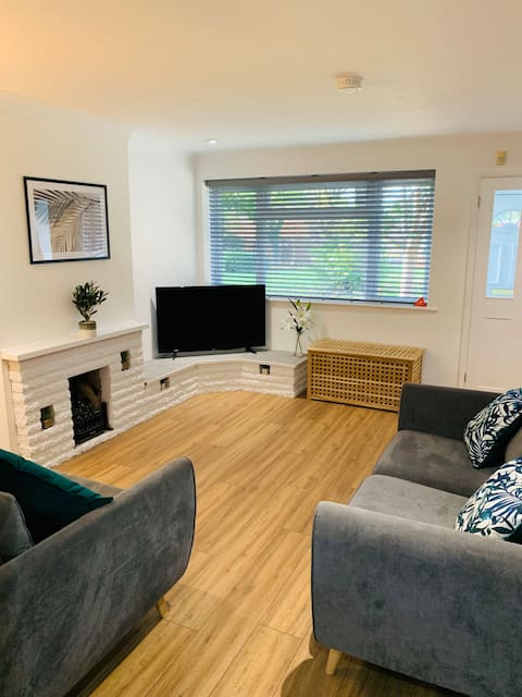 Cozy Warm 3 bed House | ☛ NETFLIX + Free Parking ☚
